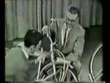 Фрэнк Заппа играет на велосипеде