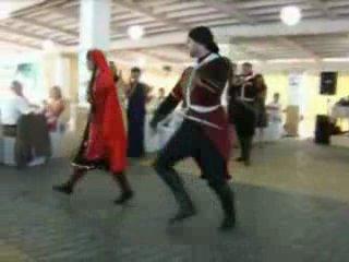 На кавказе танец-сила. Танцевать лезгинку-честь.