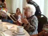 Бабушке внучки подарили вибратор на 90-летие! Самое угарное видео!