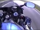вот оно мото Ямаха едит со скоростью 299 км ч и её обганяет хаябус