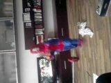 Человек паук атакует)