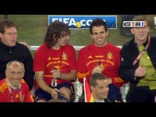 Футболисты сборной Испании Карлес Пуйоль, Сеск Фабрегас и Херард Пике ворвались на официальную пресс-конференцию после финала че