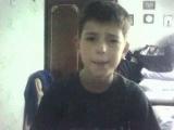 Мальчик поёт песню DJ. Дождика