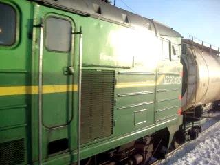 3ТЭ10У - 0025 с грузовым поездом проследует ст. Игра