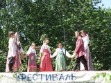 Песни исполняет детский фольклорный ансамбль