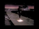 первый клип Майкла Джексона, где он ещё темнокожий - Billie Jean.