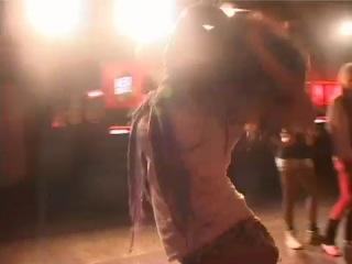 прикольно девченки танцуют