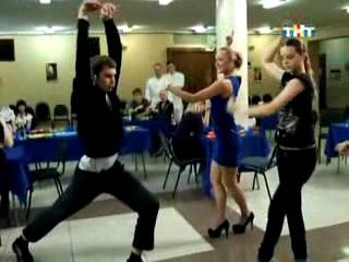 Колян танцует