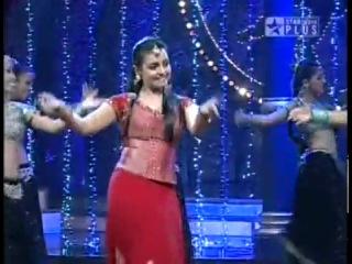Aaja nachle - Madhuri and Vaibhavi on Nach Baliye