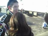 очень красиво) этому солдату повезло его даждалась девушка  из армии, это редкость!!!!