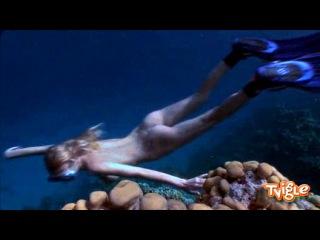 Голая девушка под водой Голый Дайвинг