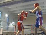Парень после хорошего удара в голову / турнир по боксу , начал применять технику мма