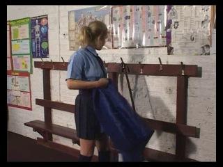 Порка школьниц в школе: учитель порет девушек розгами, паддлом за разные провинности. Часть 2.