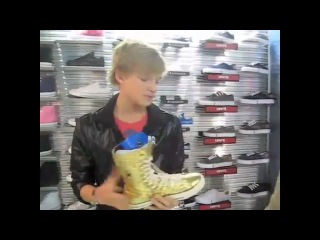 Beat Pick Out Shoes With Cody Simpson