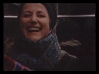 Мастер йоги смеха в метро!