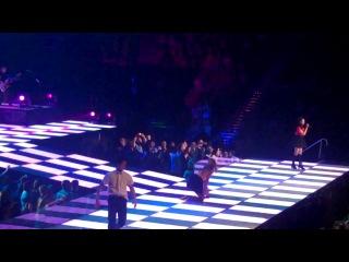 Glee Live 2011 - Valerie