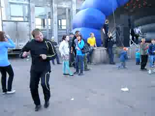 гоп-танец офігенно танцює=)хахахаха)))))))))