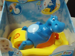 Гиппопотам на лодке - музыкальная плавающая игрушка