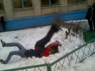 безмозглый аля-борец кинул на прогиб девушку