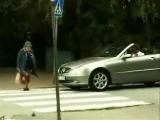 Бабушка переходит дорогу!!!