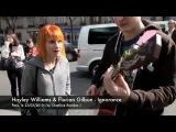 Хейли Николь Уильямс — вокалистка американской рок-группы «Paramore» поёт с уличными музыкантами