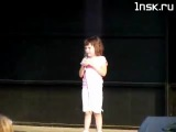 Девочка поет офигенно круто. Ребенку 5 лет.