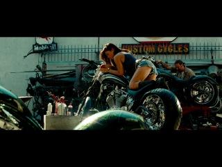 Фрагмент из фильма Трансформеры 2 (Меган Фокс)