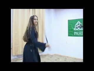 Девушка танцует с саблей