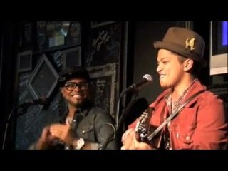 Bruno Mars - Cover Medley (Tina Turner - Rolling on the river; Survivor - Eye of the tiger; And the best part Michael Jackson -
