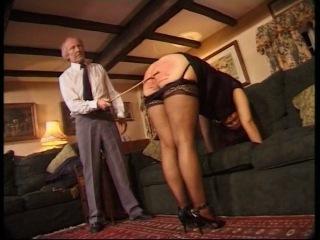 муж порет жену ремнем