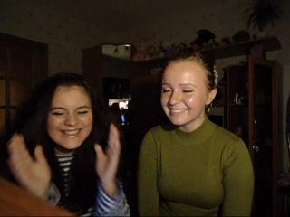 Две идиотки,что ещё писать))
