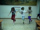 на танец!! dram and bass!! ю-ху все супер!!люблю вас девчонки)))отожгли клево
