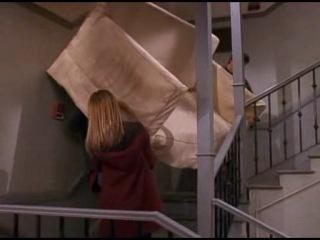 Отрывок из сериала Друзья. Росс, Рэйчел, Чендлер и диван. Сезон 5. Серия 16.