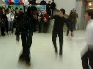 Африканец танцует лезгинку