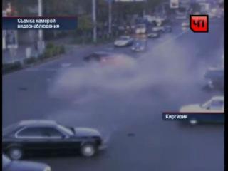 Серьезную аварию зафиксировали камеры наблюдения на одной из улиц Бишкека