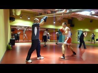 На тренировке по кикбоксингу
