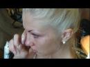Блондинке делают тату капец Боится пипец