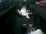 04.02.11. Полиция в Египте сбивает толпу демонстрантов [YouTube]