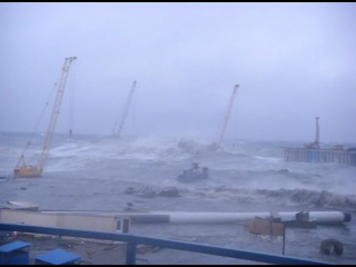 шторм  в порту адлер