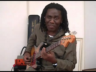 Richard Bona's new Bass (De Gier) 2/4