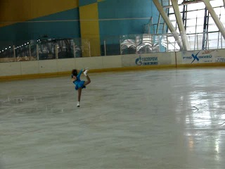 Александра Аксютина юный фигурист (соревнования Невский лед 2011)