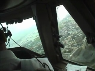 Boeing 747 cockpit video landing hong kong kai tak airport