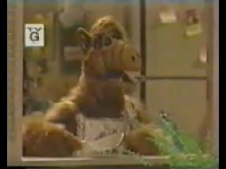 Alf tries to eat Lucky