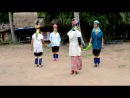 танец женщин-жирафов из племени Карен