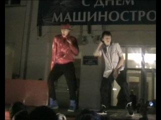 Хаха)) с мешна пацвны танцуют)