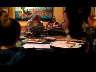 Брейдан впервые в японском ресторане.