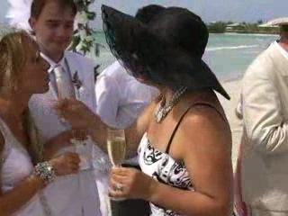 Диск Our Wedding в формате МР4 для смартфонов.