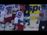 Хоккей показал всем,какой вид спорта надо УВАЖАТЬ!!!!Чистый удар логтем,Крмментатор вафлер,НЕ ЗНАЕТ правил!&