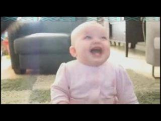 Детский смех в замедленном видео