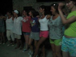 Учимся танцевать греческий танец Сиртаки)
